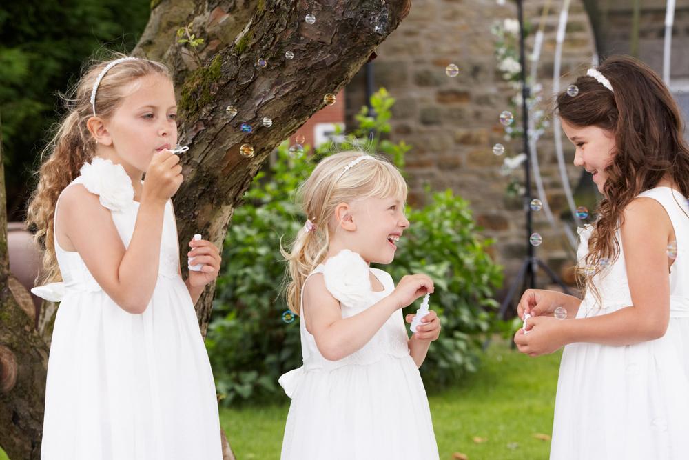 Nos prestations baby-sitting mariage assuré par du personnel spécialisé dans la petite enfance